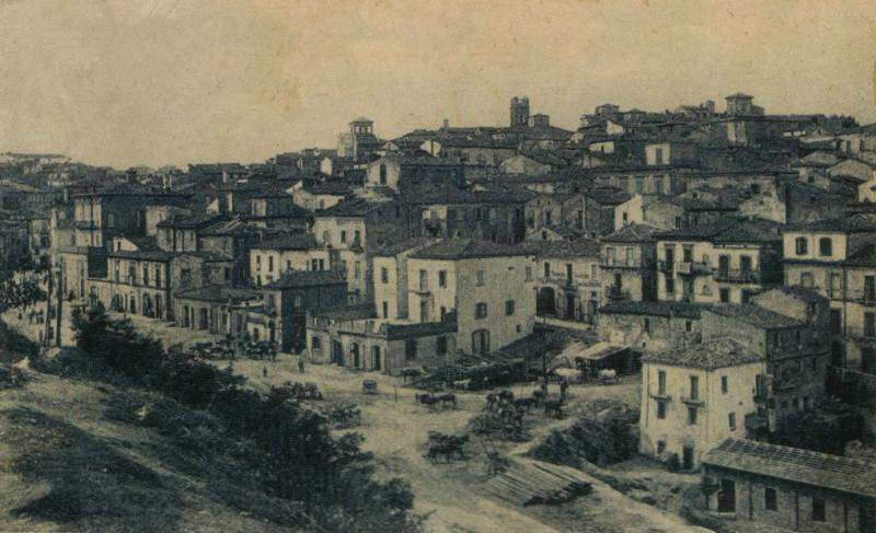 Piazza del mercato coperto; quartieri Sacca e Borgo