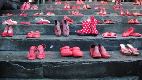 no alla violenza sulle donne anche a lanciano c e ancora molto da fare il lavoro instancabile delle associazioni frentane per far si che le scarpette rosse siano solo un accessorio alla moda no alla violenza sulle donne anche a