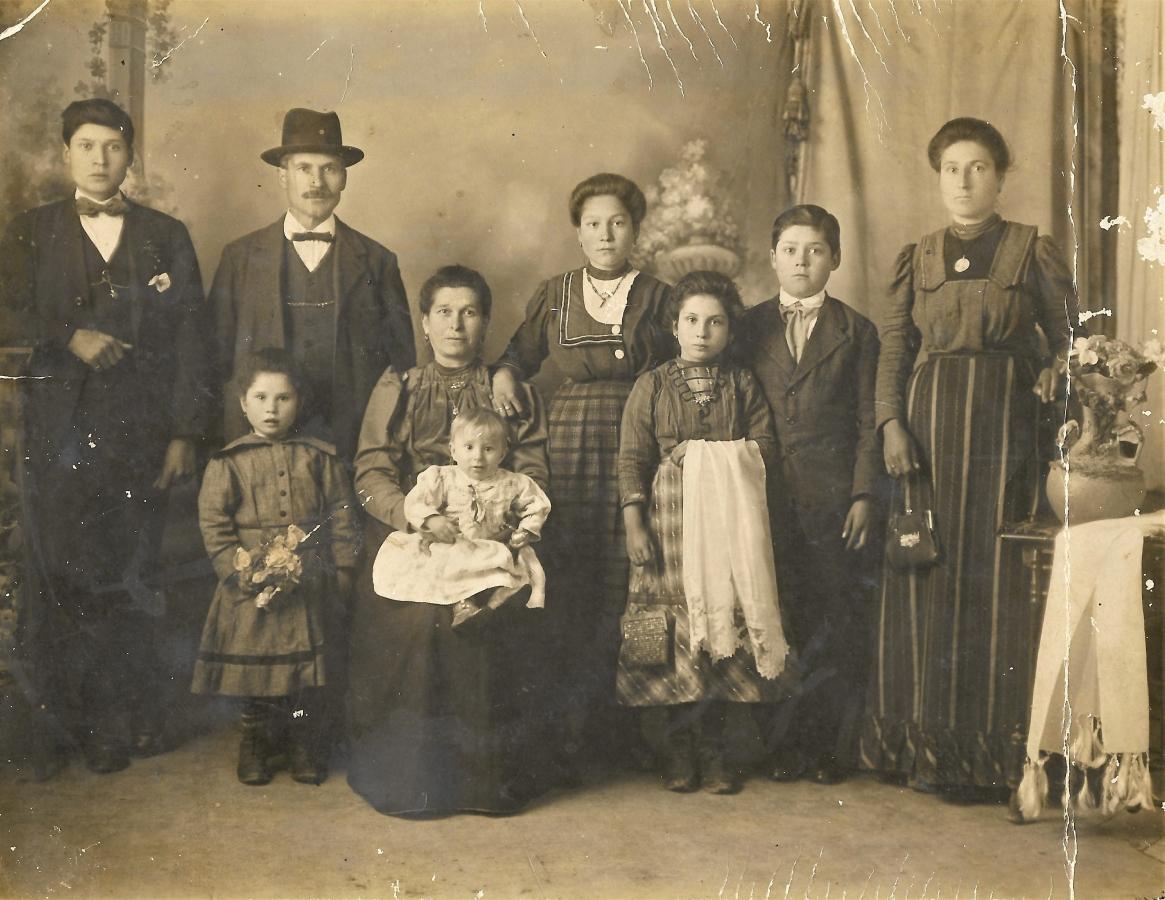 Famiglia di Giuseppe D'Arisbo, classe 1895, a Lanciano